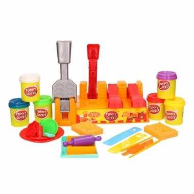 Klei speelset hamburgers maken met 6 kleuren klei en accessoires spee