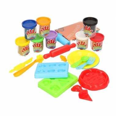 Klei speelset pizza maken met 8 kleuren klei en accessoires speelgoed